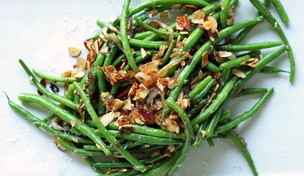 Parmesan toasted almond green beans1